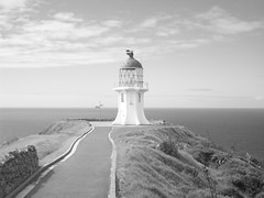 Cape Reinga Lighthouse B&W (- MattW -) Tags: sea newzealand blackandwhite lighthouse travelling beach waves pacificocean backpacking northisland kiwi tasmansea aotearoa capereinga