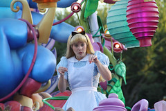 Alice (Gretchasketch) Tags: blue smile tea alice disneyland character disney parade curious float wonderland madhatter pinafore aliceinwonderland waltdisney bluedress paradeofdreams
