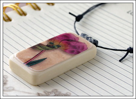 Domino pendant: flower