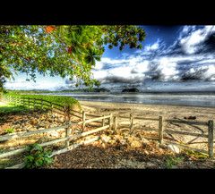 Fence (mofmann) Tags: ocean trees beach clouds fence island mar sand costarica pacific playa shore isla hdr samara centralamerica rainyseason guanacaste centroamerica mof samarabeach playasamara nicoyapeninsula americacentral islachora sonyalpha700 mofmann