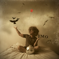 Disco J - Emo.... (Extra Medium) Tags: birds bed bedroom sad balloon emo textures notcreativeatall discoj justatthisgenreoverall iamnotmakingfunofanyoneinparticular ifthisinsultsyouimprobablytalkingaboutyou familygetty2010
