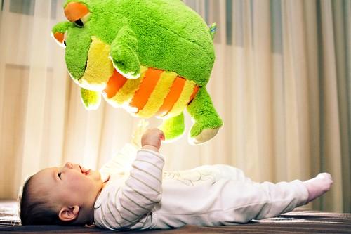 フリー画像| 人物写真| 子供ポートレイト| 外国の子供| 赤ちゃん| ぬいぐるみ| 笑顔/スマイル|     フリー素材|
