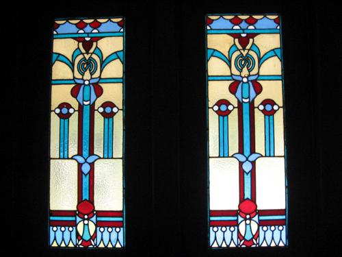 Hampir semua jendela di Istana Mangkenagarn berhiaskan kaca ala Eropa.