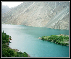 "sadpara lake skardu ""pakistan"" (TARIQ HAMEED SULEMANI) Tags: travel pakistan mountains nature lakes sensational skardu northofpakistan sadparalake supershot impressedbeauty lifebeautiful lakesinpakistan beautifullakes overtheexcellence tariqhameedsulemani valleyesofpakistan"