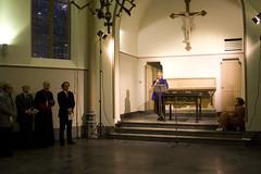Bijeenkomst (Omroep Brabant) Tags: show licht avond denbosch jubileum begraafplaats kerkhof viering omroepbrabant orthen wwwomroepbrabantnl 150jarig