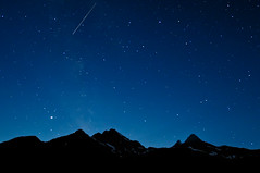 Perseids Meteor Over the North Cascades (Fort Photo) Tags: park blue vacation sky nature silhouette night stars landscape outdoors shower star washington nationalpark nikon bravo nightscape searchthebest pacific northwest nps national astrophotography pacificnorthwest wa shooting astronomy 2008 pnw meteor afterdark northcascades d300 northcascadesnationalpark shootingstar catchycolorsblue blueribbonwinner perseid perseids perseidmeteorshower aplusphoto citrit