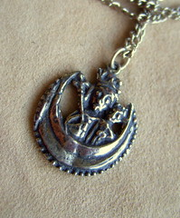 Our Lady of the Pew (Kotomi_) Tags: london english heritage history jewellery souvenir badge historical virginmary pewter archeology riverthames period reproduction pilgrim cityoflondon antiquity excavated facsimile albionreproductions ourladyofthepew
