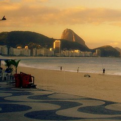 Copacabana (servuloh) Tags: pictures from brazil en sun mountain bus praia beach window rio set brasil riodejaneiro by square de landscape photography avenida photo interesting sand do pattern foto rj janeiro areia pov mosaic sony picture ground cybershot games mosaico paisagem sugar copacabana sidewalk fotos da paving janela format movimento through cho olympics loaf sugarloaf podeacar nibus autobus po copa montanha pedras jogos portuguesa marcha calada dscw1 calado quadrado formato acar padro atlntica 2016 olimpicos avenidaatlntica riobybus