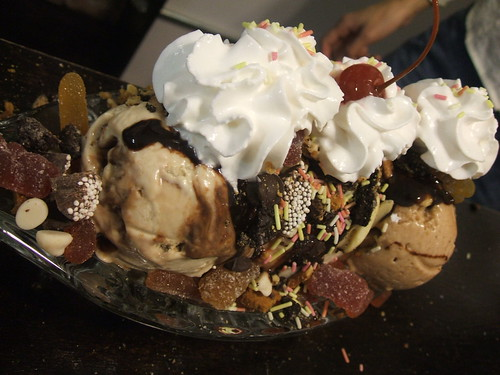 lula's sweet apothecary banana split:ready to devour