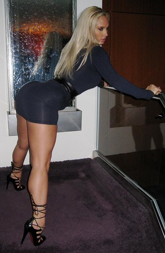 NEW COCO PICS WITH HER BOOTY - NEW PICTURES OF BIG BOOTY COCO