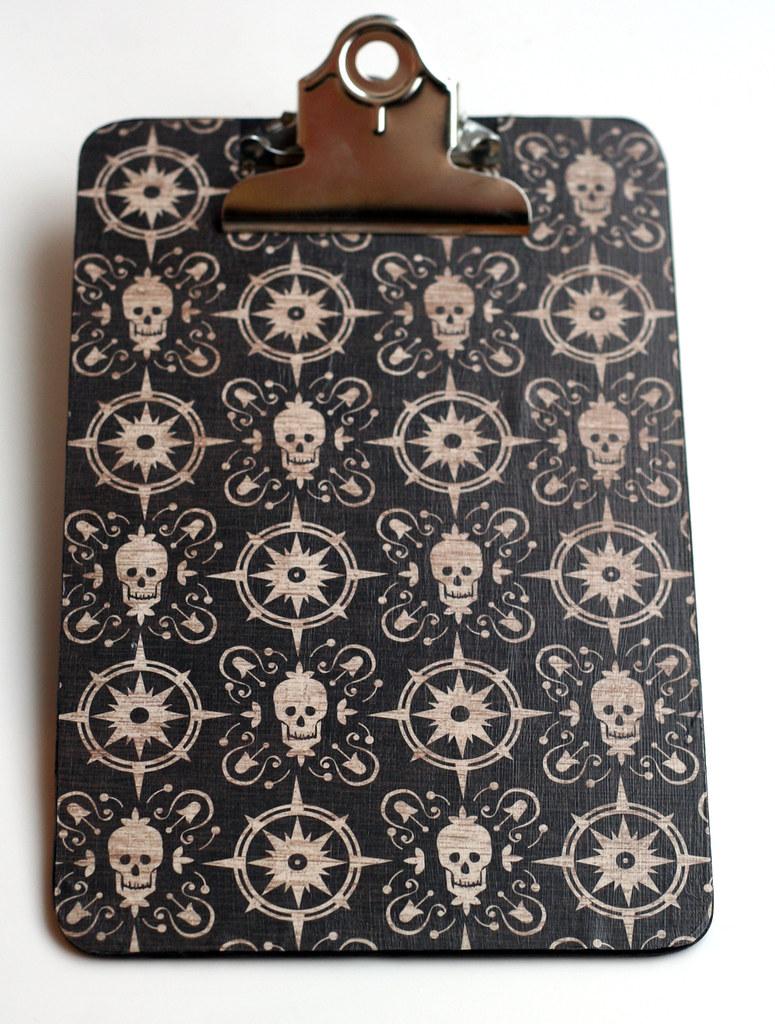 Skull-y calendar holder