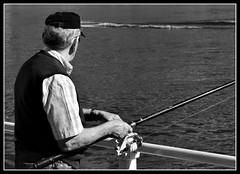 pesca (R.Duran) Tags: bw espaa blancoynegro fishing spain nikon espanha europa europe asturias bn fisher pesca espagne pescador ribadesella d300 asturies 70300mmf4556gvr ribadese