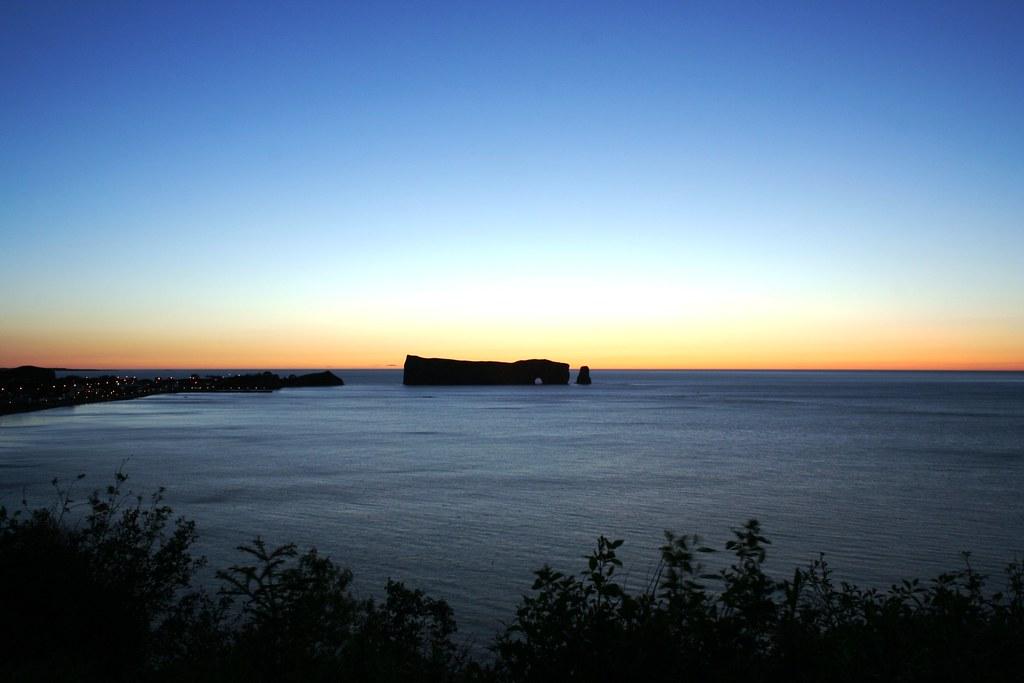 Le rocher percé avant le levé du soleil