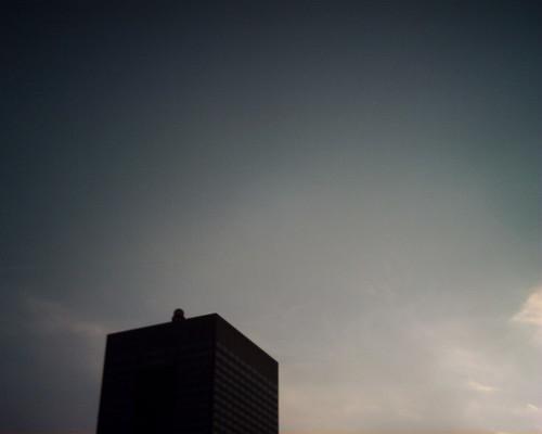 【写真】VQ1005で撮影したビルの頭