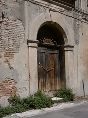 Ancient door (SissiPrincess) Tags: door light italy sun house grass wall ferrara