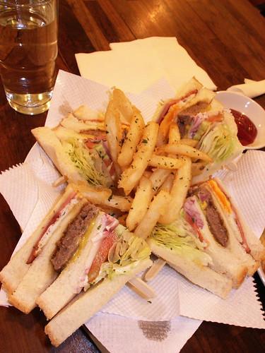 牛肉排三明治+薯條組合