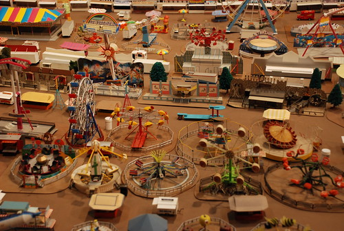 HO Scale Operating Carnival Rides http://showpeople.typepad.com/models/