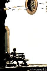 ... No d mais... (Rubens Nemitz Jr.) Tags: brazil tree silhouette festival brasil riodejaneiro paraty square photography shadows rj banco internacional bank scene flags valentine explore international mature frame scenario praa fotografia arvore casal cenrio namorados allstar sombras pef dilemma foco dilema bandeiras silhueta moldura bandeirinhas bancodepraa paratyemfoco 3concursoflickrcuritiba