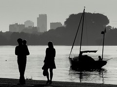 it's a family affair (Rococo57) Tags: family blackandwhite silhouette boat summerday aplusphoto favemegroup3 favemegroup6 rococo57 refusedalwaysexcellent