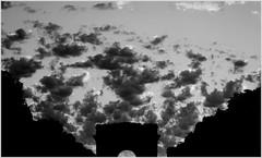 Triomphe (.urbanman.) Tags: sky blackandwhite paris monument noiretblanc arc triomphe ciel nuages arcdetriomphe