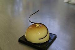 Bavarese di pere williams, con dadolata di pere flambè