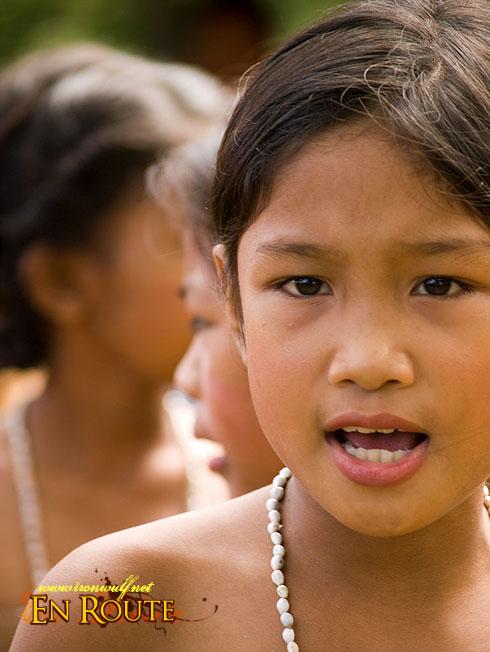 Kaaldawan Iraya mangyan Girl Sings