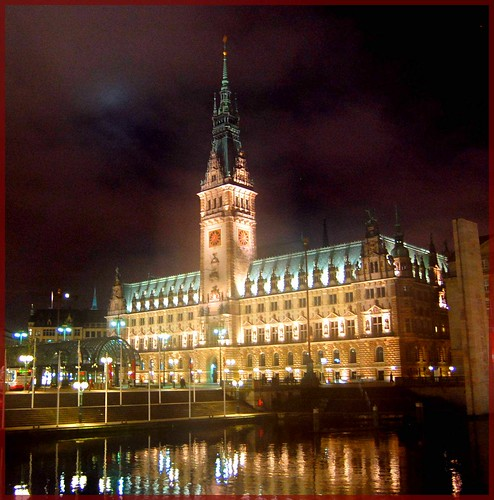 The Townhall in Hamburg at Night por Tobi_2008.