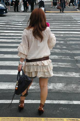 48-Tokyo-Crosswalk-Girl