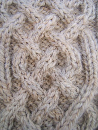 Celtic Cable neckwarmer 02- close-up