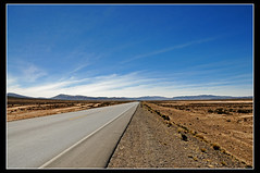 Altiplano peruano... ([cation] (totally off...)) Tags: road travel viaje blue color peru southamerica azul vanishingpoint nikon solitude carretera perspective bleu route soledad altiplano perou d300 cation americadelsur coulerus p1f1