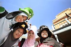 Disneyland Resort  Paris (fitrikamaruddin) Tags: family holiday paris france canon 350d spring disneyland hijab sunny resort 2008 fitri sigma1020 fitrikamaruddin