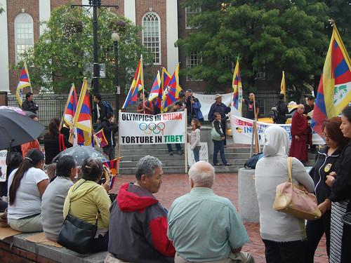 Un escaso grupo de manifestantes en favor del Tíbet