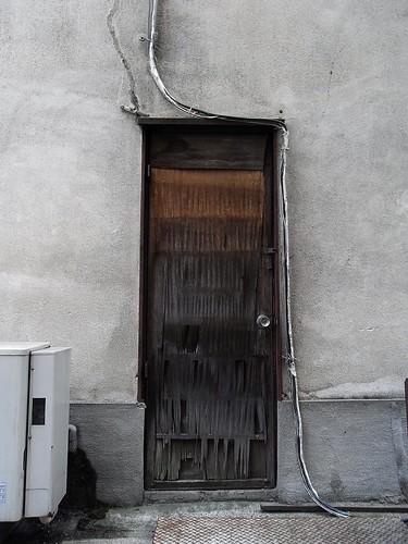 このドアの向こうに・・・
