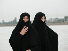 Nenas religiosas (Tra Lara) Tags: ferry puerto hijab nias estambul carsaf turquis turcas musulmanas
