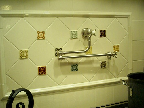Backsplash with potfiller