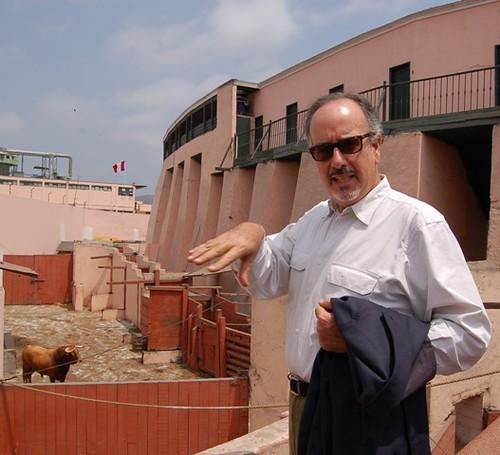 Roberto Puga en pesaje de sus toros en Acho