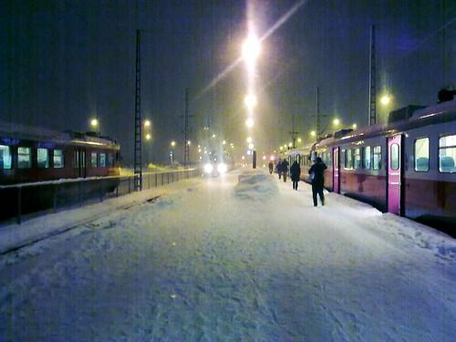 Lähijunia Helsingissä, lunta