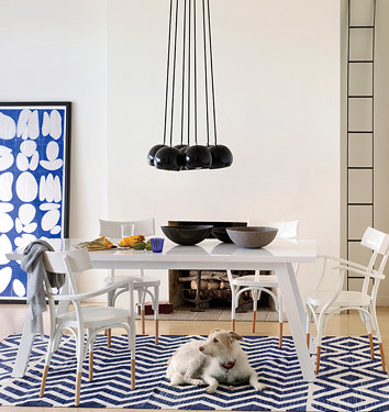 Modern dining room: White + blue + sculptural chandelier by xJavierx.