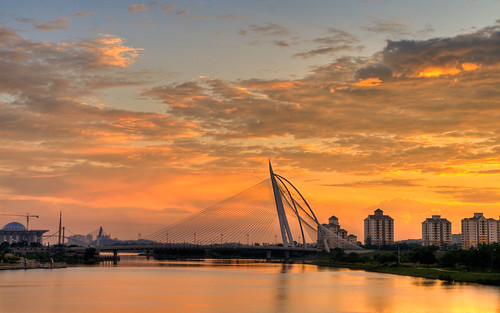 Seri Wawasan Bridge Sunset in HDR