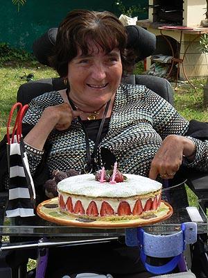 sylvie et son gâteau.jpg