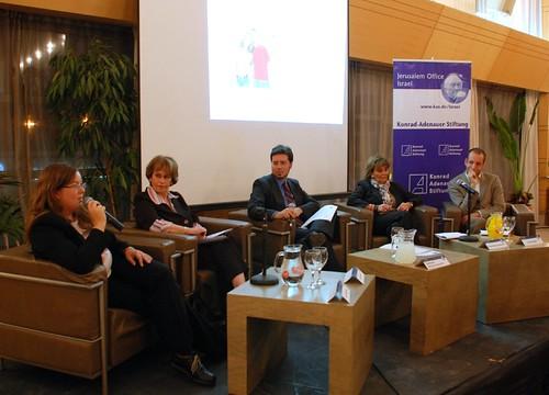 Podiumsdiskussion mit Leah Mühlstein, Ronit Vered, Samson Altman-Schevitz, Charlotte Knobloch und Uriel Kashi (v.l.n.r.).