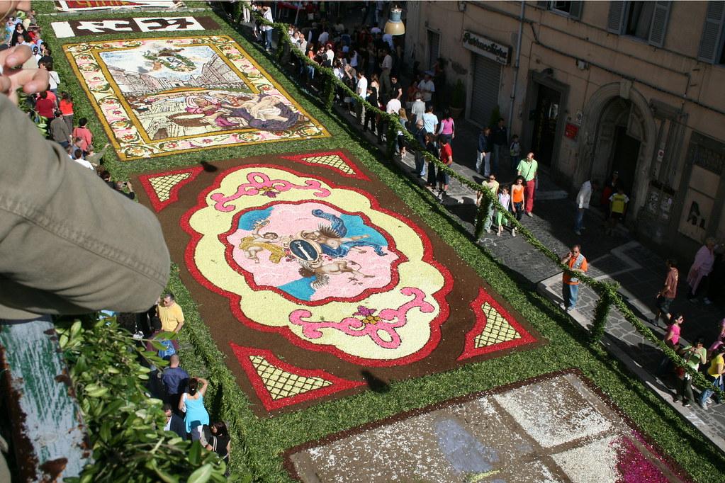 2581140434 4f86180c6b b Infiorata – the Italian flower festival in Genzano [35 Pics]