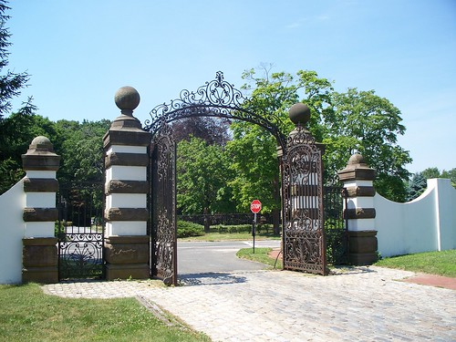 Idle Hour Front Gate at Eagle's Nest