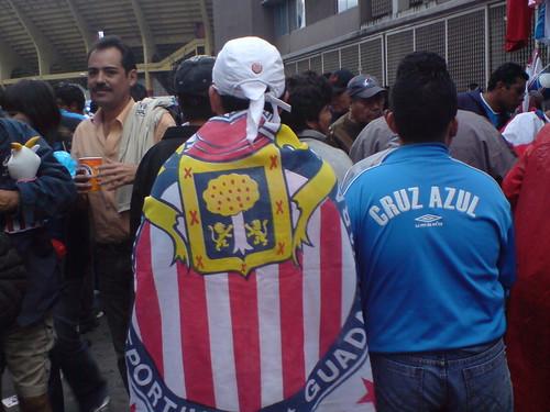 Chivas y Azul fanaticos en el estadio