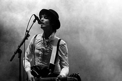 Pete Doherty @ deBeschaving (bellerebelle) Tags: bw white black rock blackwhite utrecht august peter doherty indie gigs pete indierock babyshambles britpop petedoherty peterdoherty beschaving debeschaving