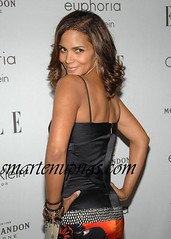 halle berry giving a partial backshot