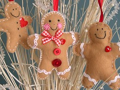 Gingerbread Family (heartfelthandmade) Tags: christmas decorations red hearts handmade buttons gingerbread felt gingham ornaments cheeks ribbon heartfelt