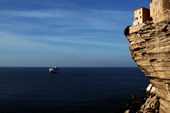 Livin' on the edge (Markus Moning) Tags: sea cliff house building rock canon eos 350d coast meer mare ship corse horizon corsica edge fels schiff horizont livin kste bonifacio escarpment moning korsika klippe abgrund markusmoning