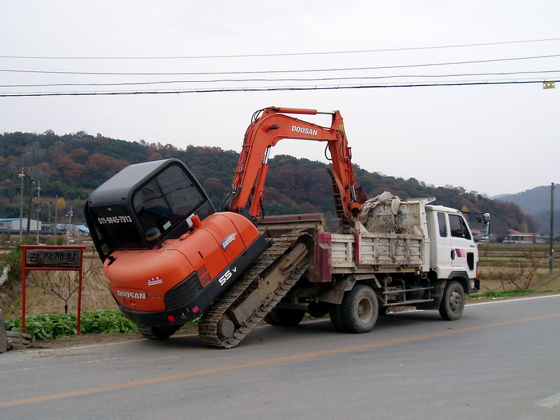 Tractor dismounting from a truck
