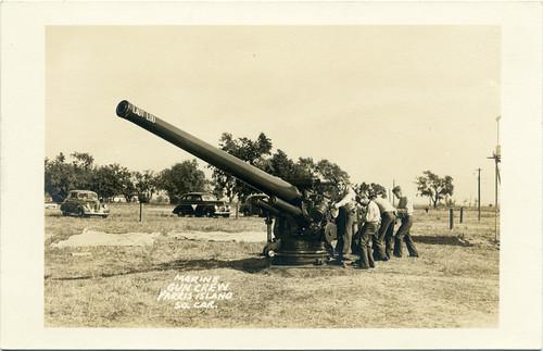 Postcard: Marine Gun Crew WWII